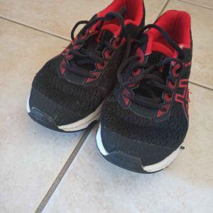 Αθλητικά παπούτσια Asics.