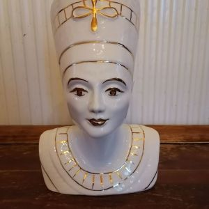 Παλαιό πορσελανινο αγαλματίδιο της Βασίλισσας Νεφερτιτη