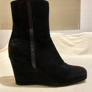 PRADA Boots Shoes in excellent condition with box and dust bag. Available also in brown. Size 38