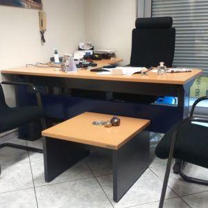 Διευθυντικό γραφείο DROMΕAS με γωνία σε χρώμα οξιάς