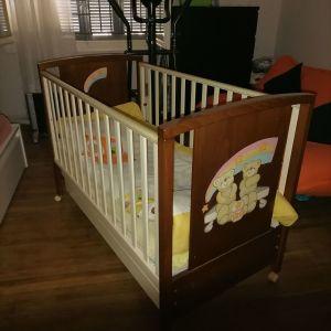 Κρεβάτι κούνια μωρού