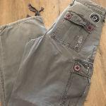 γκρι παντελόνι με τσέπες