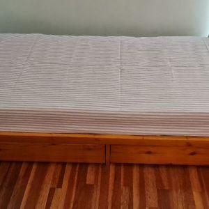 Κρεβάτι ΕΥΚΑΙΡΙΑ μονό με μεγάλα συρτάρια αποθήκευσης μασίφ σουηδικό ξύλο χειροποίητο, απέθαντο, από μασίφ σουηδικό ξύλο, ειδική κατασκευή με τεράστιο αποθηκευτικό χώρο, χειροποίητο.