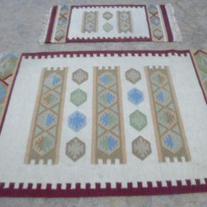 Σετ 2 Μάλλινα υφαντά χαλιά, Ινδικά, χειροποίητα, αχρησιμοποίητα, Και τρία μαξιλάρια λαϊκής τέχνης , χειροποίητα, και με γέμιση