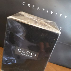 Gucci, aftershave κλειστο στην συσκευασια του, με την ζελατίνημ συλλεκτικό εποχής 1998. Δεν έχει ανοιχτεί. Μεγάλης αρχικής αξίας τώρα σε αυτή την ΜΟΝΑΔΙΚΉ ΤΙΜΉ ΜΌΝΟ !!