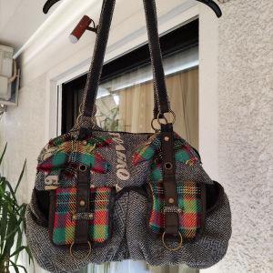 5 ευρώ υπέροχη πρακτική μεγάλη κ μοντέρνα τσάντα. διαστάσεις 44Χ32 κ μήκος στο χερούλι 85 είναι σε άριστη κατάσταση.