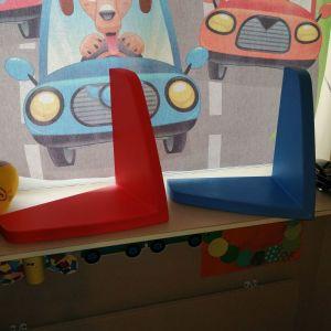 2 ράφια στο παιδικό δοματιο