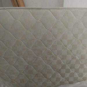 Πωλούνται 2 στρώματα κρεβατιού μόνο 90*2.00. Είναι σε πολύ καλή κατάσταση και καθαρα.Το ένα πωλείται 50 € τα 2 μαζί  90€. Δυνατότητα μεταφοράς δεν υπάρχει. Περιοχή Δάφνη