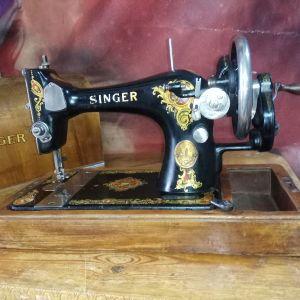 Ραπτομηχανή Singer αντίκα του 1922 .