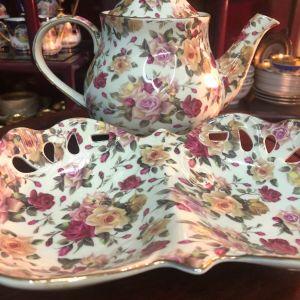 ROYAL MAISSON ENGLAND Σετ τσαγιού 3 τμχ. αντίκα floral εξαιρετικής αγγλικής πορσελάνης. Τσαγιέρα με καπάκι και φοντανιέρα δίχωρη..Αμεταχείριστα!