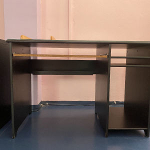 Γραφείο ξύλινο για υπολογιστή