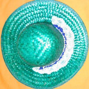 Ψάθινο καπέλο με διακοσμητική δαντέλα πράσινου χρώματος