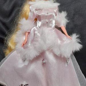Κούκλα Aurora σε διαφορετικό σώμα