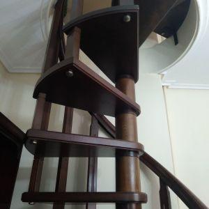 Σκάλα ξύλινη εσωτερική