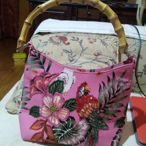 υφασμάτινη τσάντα φλοραλ με παγίετες κ ξύλινη πολύ όμορφη λαβη