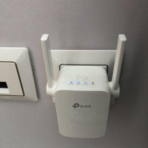 TP-LINK RE205 wifi extenders 1 τμχ 25 ευρώ και τα δυο μαζί 40 ευρώ.