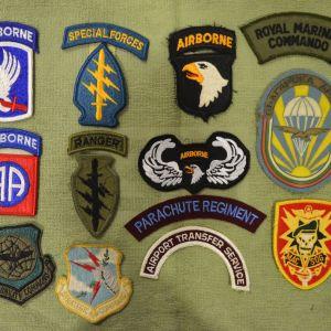 Δεκατρία (13) συλλεκτικά στρατιωτικά ξένα διακριτικά Ειδικών Δυνάμεων  (Αμερική-Μ.Βρετανία-Βουλγαρία)
