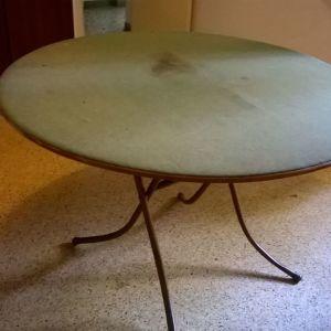 Τραπέζι πτυσσόμενο με επιφάνεια τσόχας