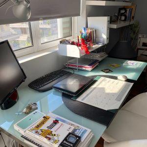 Γραφείο και καρέκλα γραφειου