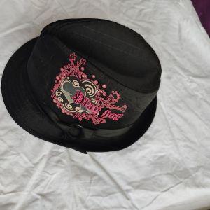 υφασμάτινο χειμωνιάτικο καπέλο playboy