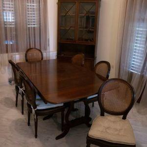 Τραπεζαρία με έξι καρέκλες υψηλής ποιότητας και κατασκευής