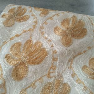 Τραπεζομάντηλο με σχέδιο σε λευκό/χρυσό