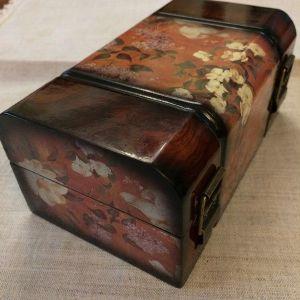 Ξύλινο κουτάκι μπιζουτιέρα