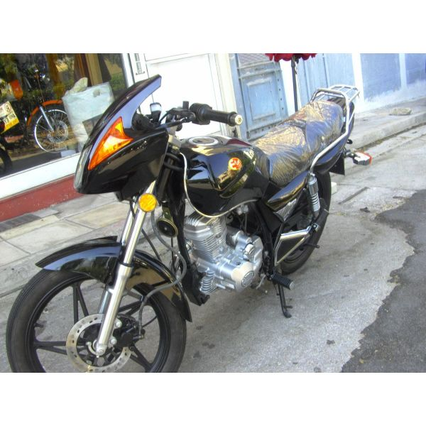 Euromotors JLR 125 '18 BLACK EDITION   epitrepete i odigisi moto me diploma aftokinitou gia odigous ano 27 eton