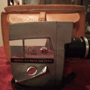 Vintage Movie CAMERA. Revere Cine-Zoom Model 114 8mm Movie Camera + Θήκη