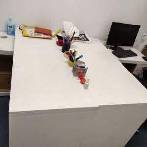 Έπιπλο γραφείου με συρτάρια