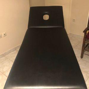 Κρεβάτι μασάζ της εταιρίας Marinopoulos σε μαύρο με οπή στο προσκέφαλο (Σχεδόν αχρησιμοποίητο και σε άριστη κατάσταση)