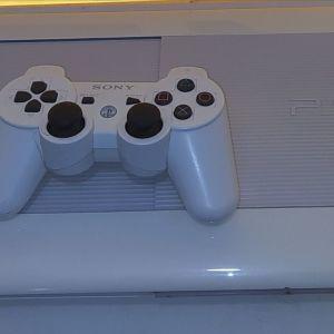 PS3 super slim ασπρο. Σπανιο-συλλεκτικο!