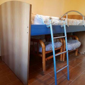 κρεβάτι υπερυψωμένο