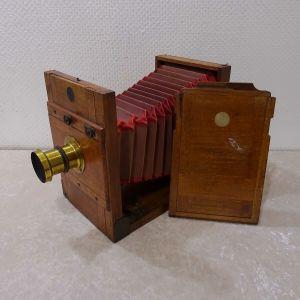 Παλιά ξύλινη φωτογραφική μηχανή του 1910