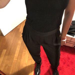 Μαύρο παντελόνι με δαντέλα στο πλάι - Zara