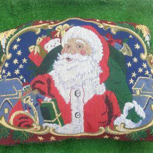 Μαξιλάρι χριστουγεννιάτικο με τον Άγιο Βασίλη, κεντημένο στο χέρι, με γέμισμα το μαξιλάρι, διαστάσεων 45χ 30 εκ.