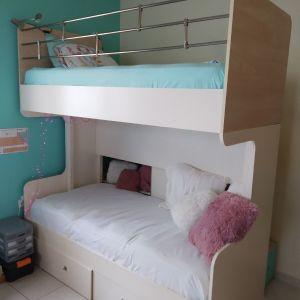 Κρεβάτια κουκέτα με συρτάρια και σκάλα με συρτάρια