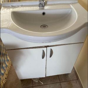 νιπτήρες μπάνιου + καθρέφτης + έπιπλο