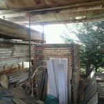 Πωλούνται οικοδομικά εργαλεία, τάβλες, λατάκια, μπετοφόρμ και σκαλωσιές.
