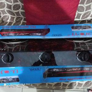 Εστία υγραερίου με 3 ματια ολοκαίνουριο στο κουτί του με ηλεκτρονική ανάφλεξη