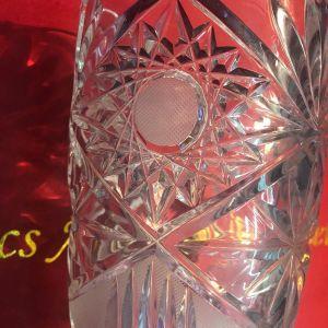 Τσεχίας Κρυστάλλινο χειροποίητο μασίφ σκαλιστό βάζο από 24άρι καθαρό κρύσταλλο. Βαρύ κομμάτι...Αμεταχείριστο!