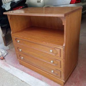 Συρταριέρα με τρία συρτάρια και ράφι