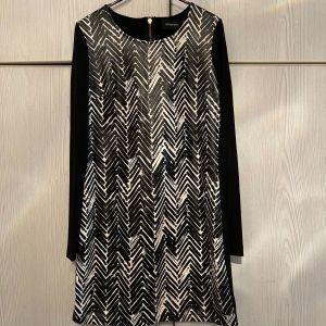 Μοντέρνο Κοντό Φόρεμα Large. MINKPIN. Ελαστικό με Δερμαντινη