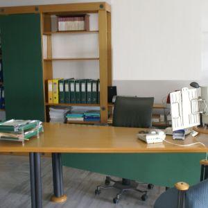 Design Γραφείο Υποδοχής με συρόμενη Βιβλιοθήκη