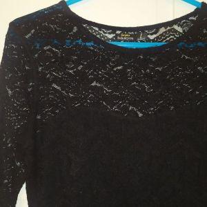 Μαύρη μπλούζα με δαντέλα
