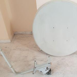 Δορυφορικό πιάτο 85cm με το LNB και τον βραχίονα για την στήριξη του LNB