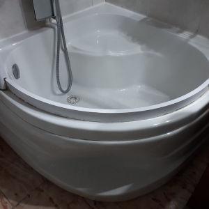 γωνιακή ακρυλική μπανιέρα