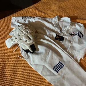 2 στολές teakwood με τις κάσκες
