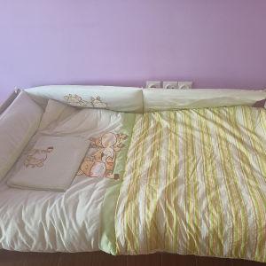 Βρεφική κούνια που γίνεται κρεβάτι