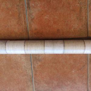 Ταπετσαρία τοίχου με σχέδιο απομίμηση ξύλου σε ανοιχτό χρώμα